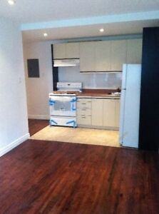1 MOIS GRATUIT : 4.5 ou 3.5 a louer/for rent VILLE SAINT-LAURENT