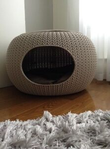 Beautiful and decorative cat bed / lit pour chat