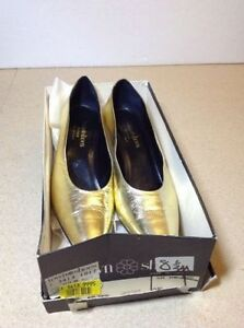 Town Shoes brand metallic leather heels - size 8.5 Cambridge Kitchener Area image 2