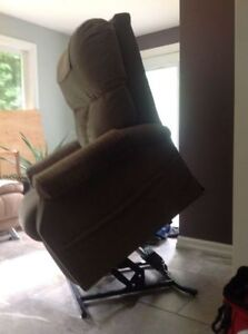 Lazyboy Lift Chair, Excellent Condition.....REDUCED TO GO