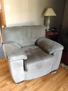 Big Couch And Chair Cornwall Ontario image 3