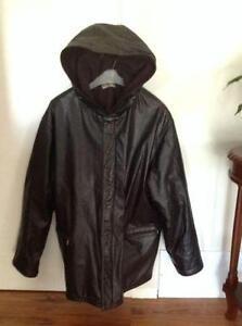 Manteau en cuir avec capuchon