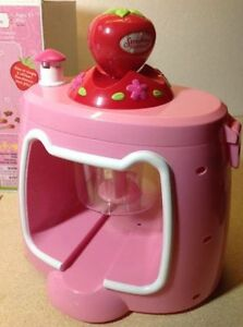 **NEW IN BOX** 2003 Strawberry Shortcake Chocolate Shape Maker Cambridge Kitchener Area image 3