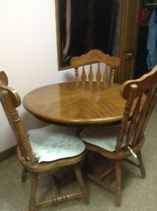 Solid wood table London Ontario image 3