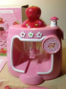 **NEW IN BOX** 2003 Strawberry Shortcake Chocolate Shape Maker Cambridge Kitchener Area image 2