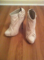 BRAND NEW BEIGE HIGH HEEL BOOTS WITH FAUX LEATHER SIZE 6
