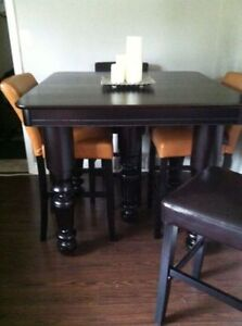ANTIQUE DINING TABLE London Ontario image 1