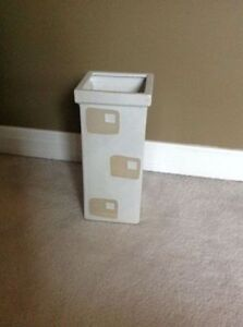 Excellent Condition Urban Barn Square Vases- I have 2 Available Strathcona County Edmonton Area image 3