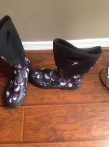 Brand new kamik rubber rain boots! Size 9