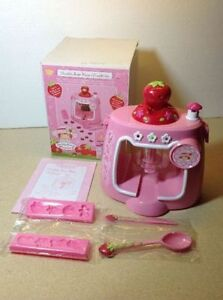 **NEW IN BOX** 2003 Strawberry Shortcake Chocolate Shape Maker Cambridge Kitchener Area image 1