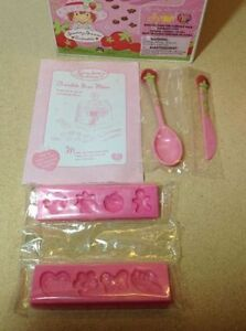 **NEW IN BOX** 2003 Strawberry Shortcake Chocolate Shape Maker Cambridge Kitchener Area image 4