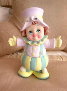 "Hand Painted CIRCUS CLOWN Figurine Statue - 12"" x 9"""