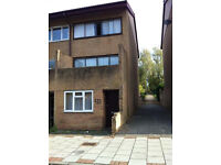 ********LARGE DOUBLE BED AVAILABLE IN CONNIBURROW********