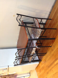 Dining table and 3 chairs set 50$