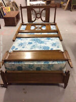 Spectacular solid oak single bed with box spring
