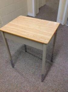 SINGLE WOOD TOP STUDENT DESKS