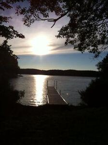 Chalet au bord de l'eau à louer sur le prestigieux Lac Louisa