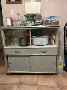 Vintage kitchen table set and storage cabinet Kitchener / Waterloo Kitchener Area image 3