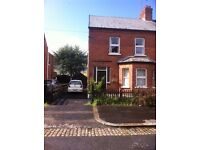 Double bedroom available in spacious semi -detached house with parking 2 mins from Queens University