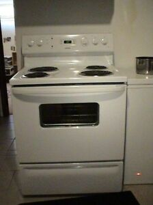 "LF a self clean 30"" electric white stove"