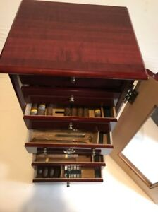 BEAUTIFUL MINT CONDITION HUMIDOR MADE OF CHERRY OR MAPLE !