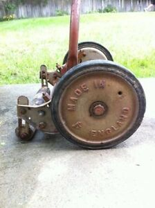 Antique Manual Lawnmower / Tondeuse à Gazon Works Great!