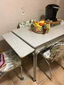 Vintage kitchen table set and storage cabinet Kitchener / Waterloo Kitchener Area image 2