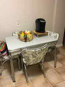 Vintage kitchen table set and storage cabinet Kitchener / Waterloo Kitchener Area image 1