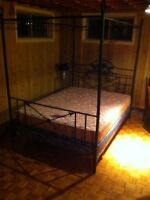 Canopy Poster Bed / Lit Baldaquin With Mattress & Box Spring!