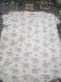 Hollister T shirts Size L worn once