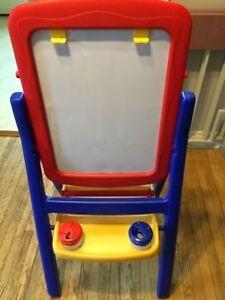 Chevalet multifonctions pour enfant à vendre.