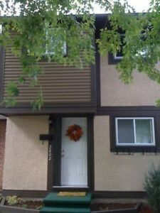 ****ottawa southkey end unit house for rent****