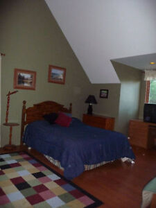 Attention Pilots, large furnished room, close to airport Oct 15