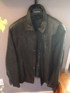 FOR SALE:  BEAUTIFUL BLACK LEATHER COAT•