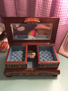 Vintage Wood Jewelry Box London Ontario image 2