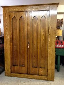 armoire antique dorigine acheter et vendre dans grand. Black Bedroom Furniture Sets. Home Design Ideas