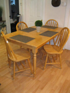 PRICE DROP Beautiful large Dining rm table set great shape .