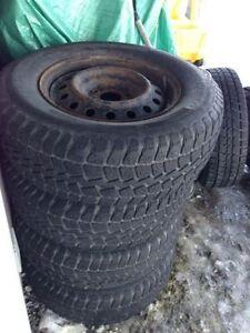 pneu d'hiver Sur rims 5 troue