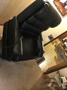 Eclipse Hampton Model Leather Lift Chair