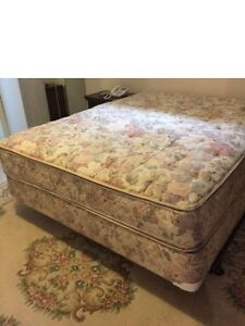 Like new.beautiful Simmons 1.5 yr old double pillow top mattres