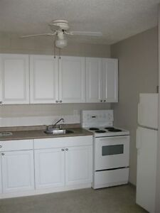 *FREE RENT* 2 Bdrm in Convenient West End Family Bldg ~Brighton