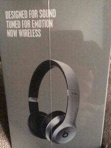 pecial Edition Space Grey Beats Solo 2 Wireless Headphones