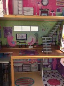 Dollhouse - Barbie, Ever After, Monster High - For Sale Kitchener / Waterloo Kitchener Area image 4