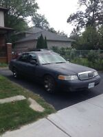 2002 Ford Crown Victoria LX Sedan (GREAT COMMUTERS CAR)