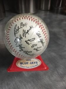 1985 Blue Jays official player autographed Team Baseball