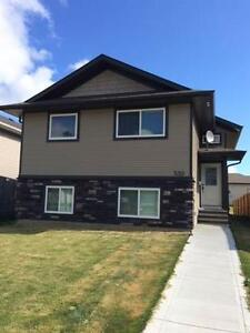 Like New 3 Bdrm Upper Unit in Springbrook!  1/2 Off First Month!