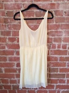 Robe d'été jaune pale Zara / Soft yellow summer dress Zara