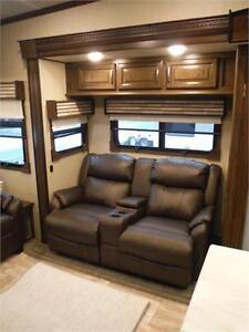 2017 Columbus 366RL Luxury 5th wheel trailer w Outside kitchen Stratford Kitchener Area image 8