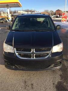 2011 DODGE GRAND CARAVAN STOW AND GO