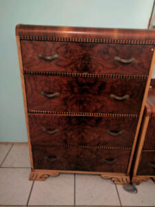 Antique bedroom set. 5 peice. From 1913. Queen size.
